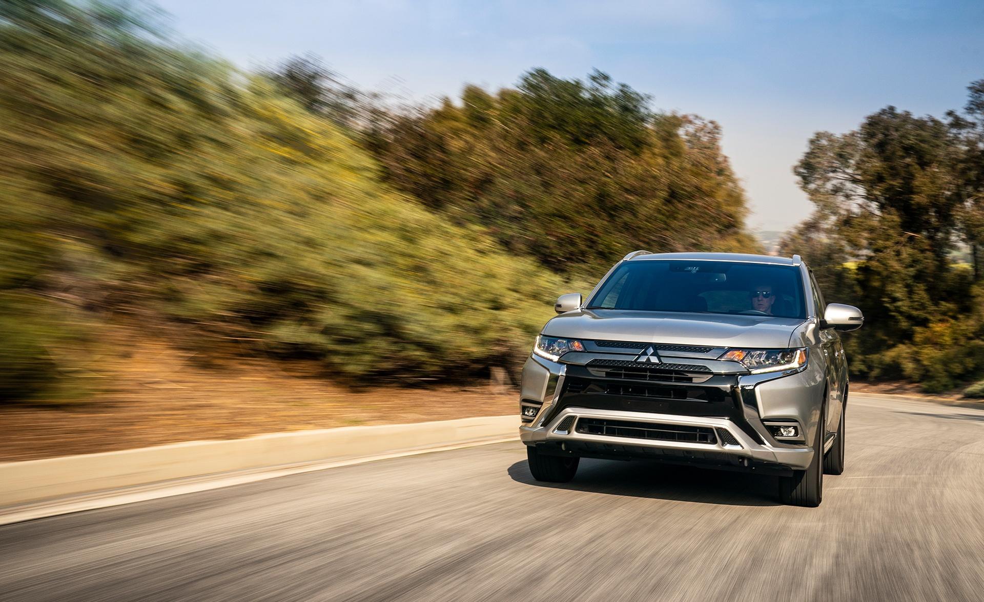 Mitsubishi Outlander PHEV 2021 sur la route