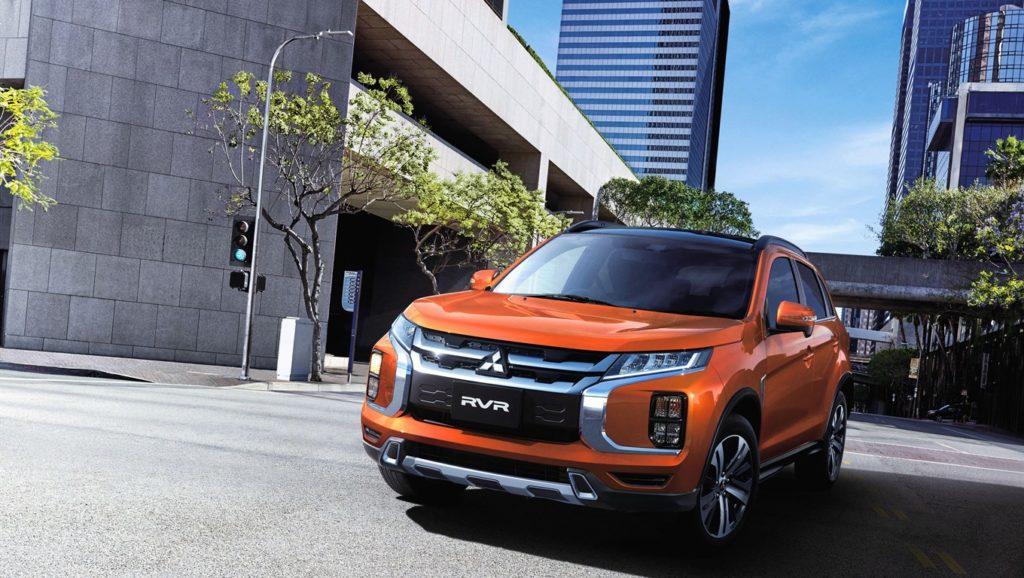 Mitsubishi RVR 2020 orange situé dans une ville